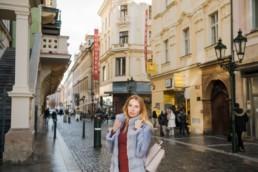 Принимают ли в Праге евро. Как и где менять кроны и валюту в Праге выгодно и без комиссии. Прага зимой Рождество.