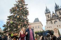 Отдых в Праге на рождество. Чехия перед рождеством. Рождественская главная елка Праги. Закажите фотографа во время своего путешествия в Чехию!