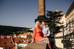 Профессиональный фотограф в Праге. Фотопрогулка по Праге № 1. Лавстори на Пражском Граде, вид на красные крыши