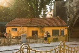 Фотосессия в Праге. Найти фотографа. Фотографы Праги и цена. Фотопрогулка по Праге № 2. Лавстори в пражской Венеции, река Чертовка