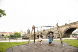 Профессиональный фотограф в Праге. Прага достопримечательности фото. Фотопрогулка по Праге № 2. Лавстори на фоне Карлова моста