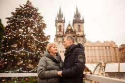Главная елка на Староместской площади. На заднем фоне Тынский храм. Фотосессия в Праге на Рождество и Новый год