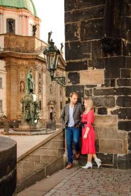 На Карловом мосту с видом на памятник Карлу IV и церковь Святого Сальватора у Староместской мостовой башни