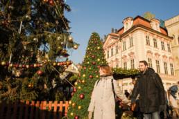Спросите у нашего фотографа когда украшают прагу к рождеству. Главная елка Праги. Ярмарка. Закажите фотосессию.