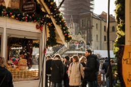 У нас вы сможете найти фотографа в Праге и заказать недорогую фотосессию. Староместская площадь. Новогодняя ярмарка. поездка в прагу на рождество
