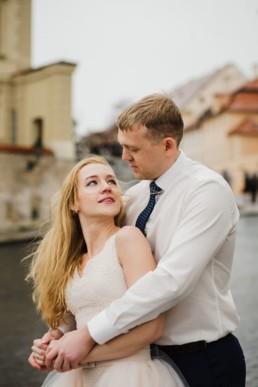 Снимок на Градчанской площади в Праге. Можно забронировать русскоязычного фотографа, который живет в Праге.