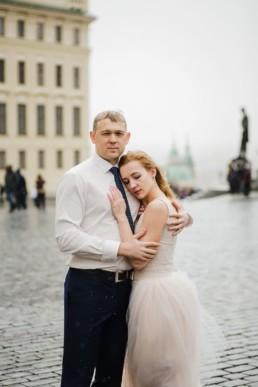 Портрет в свадебных нарядах на Градчанской площади.