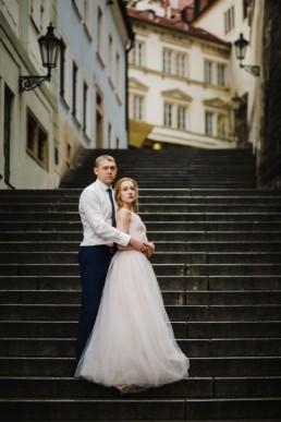 Фотосессия в Праге на годовщину свадьбы. Забронировать недорого фотографа.