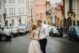 Фотосессия в Праге на годовщину свадьбы. Заказать недорогого фотографа.