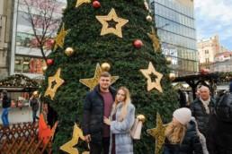 Католическое рождество в Праге, Чехия. Рождественская елка на Вацлавской площади в 2017/18 году. Закажите новгоднюю фотосессию!