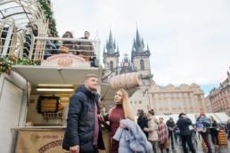 Прага зимой фото. Москва Прага Новый год. Новогодняя ярмарка на Староместкой площади в 2017/18 году. Чехия в Рождество фото.