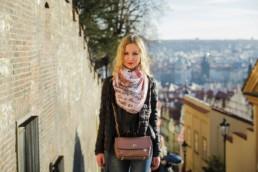 Обмен денег в Праге, где и как менять деньги в Праге. Нужен ли паспорт и принимают ли евро в Праге.