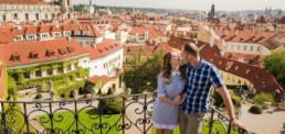 Фотограф в Праге, красные крыши, Вртбовский сад, вид на Прагу, семейная фотосессия