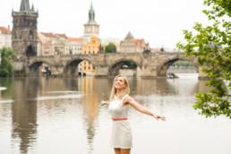 Фотопрогулка по Праге № 2. Портрет на фоне Карлова моста