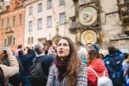Портрет девушки на фоне Пражских курантов, которые еще называют Орлой. Находятся на Староместской площади.