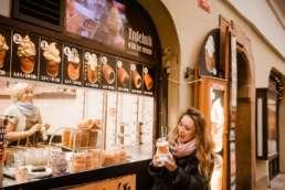 Трдельник с мороженым в Праге. Фотосессия в Праге на Рождество и Новый год