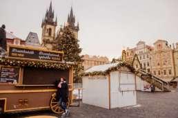 Ярмарка. Главная елка на Староместской площади. На заднем фоне Тынский храм. Фотосессия в Праге на Рождество и Новый год